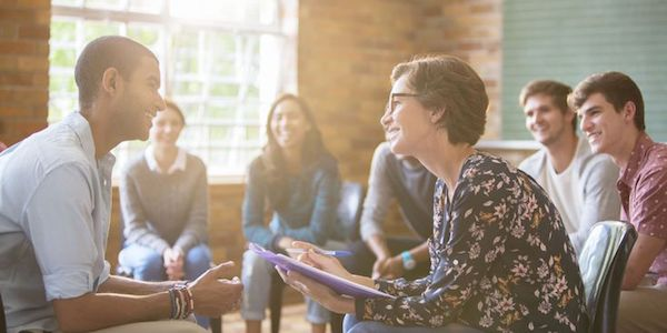 how to become a group therapist